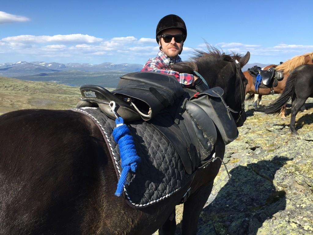 150815 Fjelltopp Martin og hest