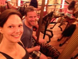 Selfie på karusell var ikke så lett. Spesielt ikke topersonsselfie.